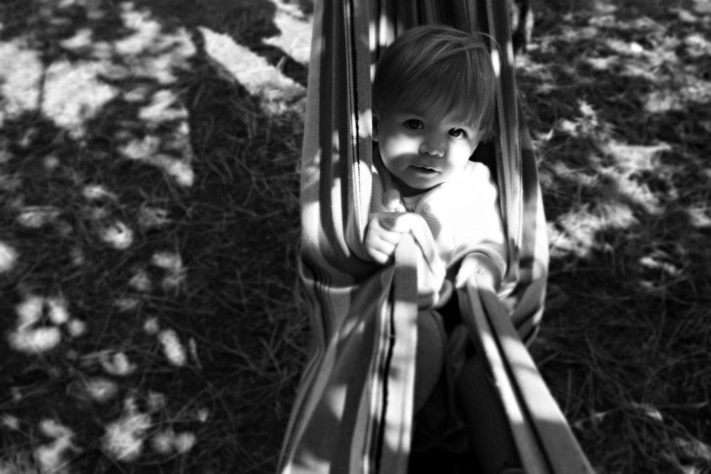 Photo d'une petite fille dans son hamac !