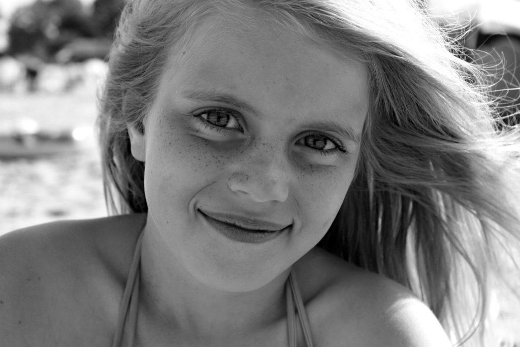 Photo d'une jeune fille à la plage !