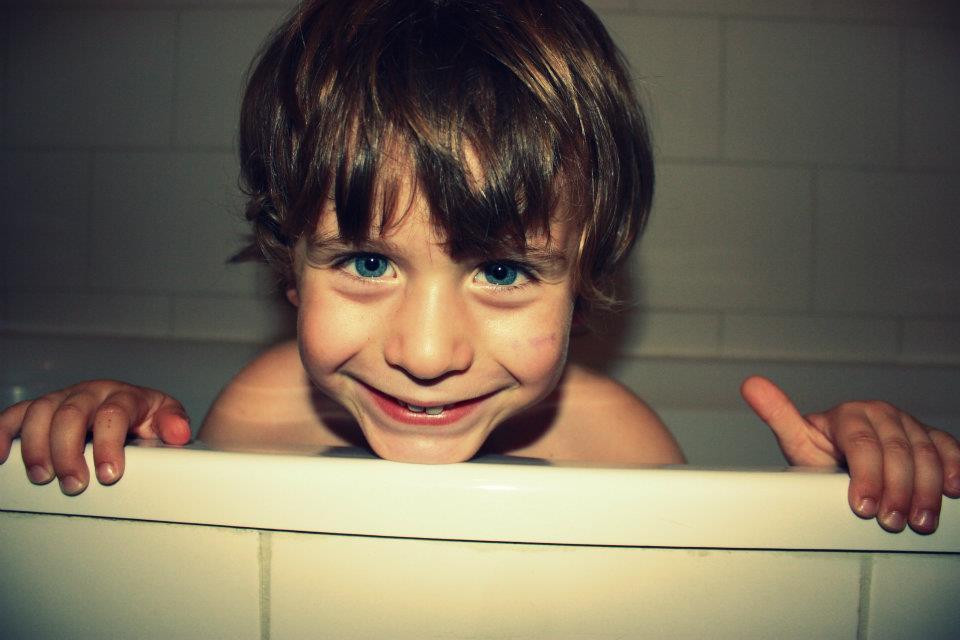 Photo d'une petit garçon qui sourit !